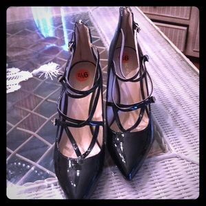 MARC FISHER BLACK PATENT LEATHER HEELS
